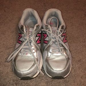 Women's size 12 new balance sneakers